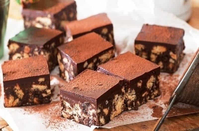 Σοκολατένιο γλυκό ψυγείου με ζαχαρούχο γάλα!