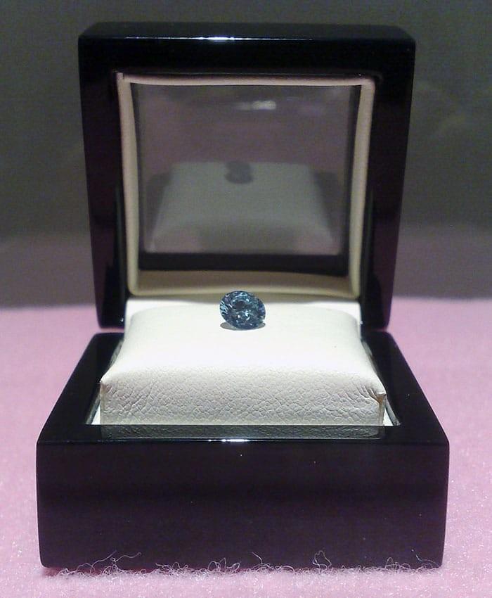 Εταιρεία μετατρέπει τους νεκρούς σε διαμάντια!