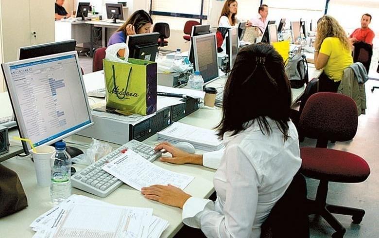 ΣτΕ: Οριστικό το τέλος στον 13ο και 14ο μισθό για τους δημοσίους υπαλλήλους!