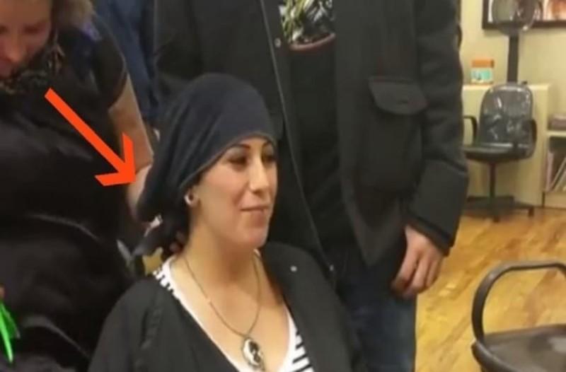 Έγκυος πάει στο κομμωτήριο για να βάψει τα μαλλιά της! Τώρα προσέξτε τι θα συμβεί μόλις η κομμώτρια της βγάλει την πετσέτα! (Video)