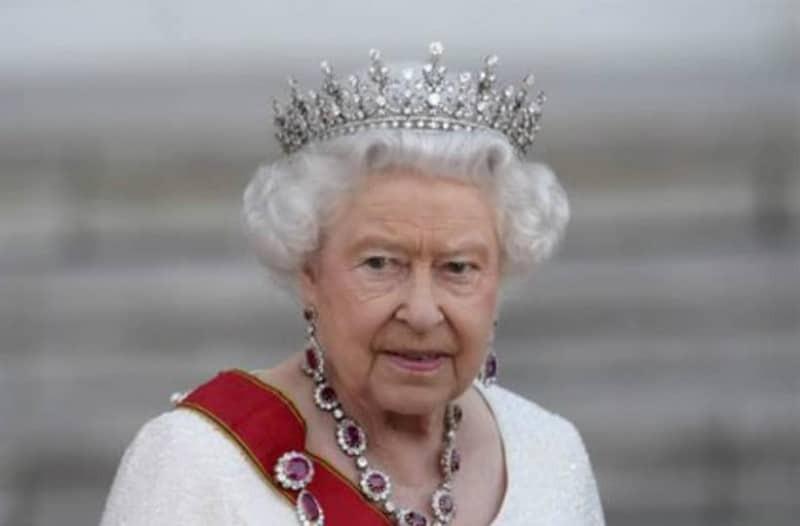 Δεν πάει ο νους σας πόσα ποτά πίνει η βασίλισσα Ελισάβετ κάθε μέρα!