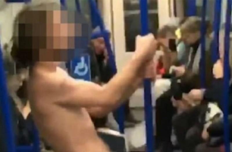 Άντρας κάνει «νεροτσουλήθρα» σε βαγόνι του μετρό και γίνεται viral! (Video)