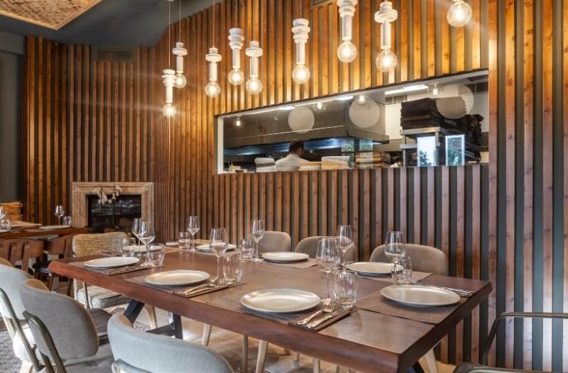 Wood Restaurant: Ένα μοντέρνο εστιατόριο με εξαιρετικό concept έκανε την άφιξή του στην Κηφισιά!