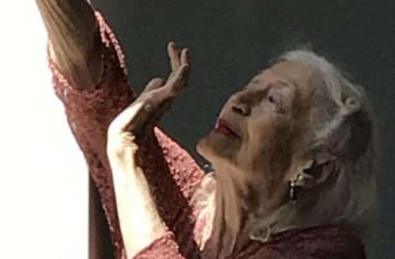 Είναι 102 ετών και δεν θα πάψει να χορεύει μέχρι την τελευταία της πνοή!