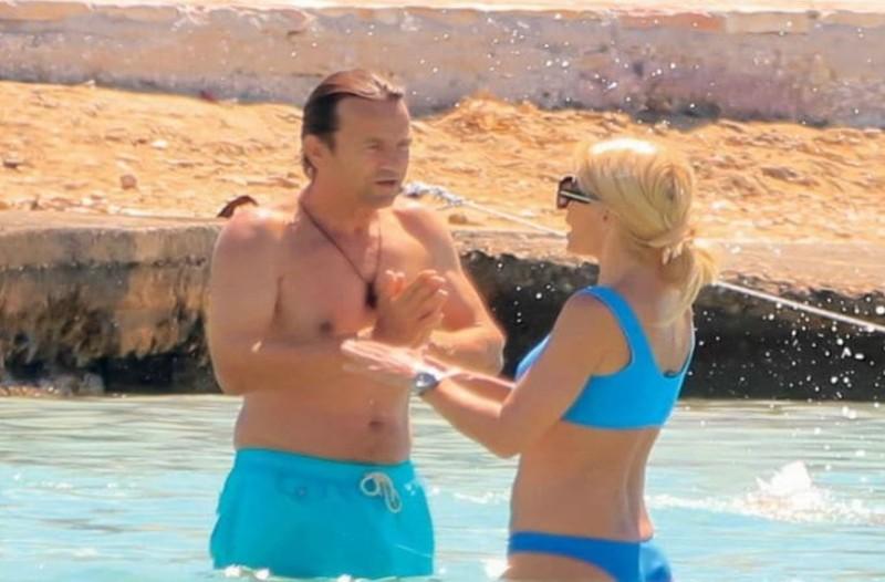 Ελένη Μενεγάκη - Ματέο Παντζόπουλος: Ενώ που έμπαιναν αγκαλιασμένοι στο νερό άρχισαν τις... μπουνιές! Φωτογραφίες - ντοκουμέντο!