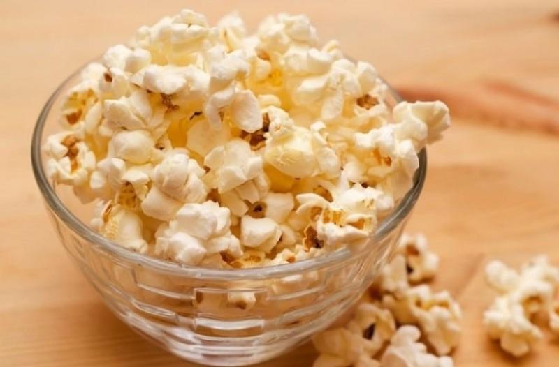 Η κίτρινη ουσία στο ποπ κορν του σινεμά δεν είναι βούτυρο…!