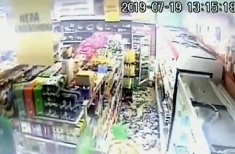 Βίντεο που κόβει την ανάσα: H στιγμή του σεισμού σε σούπερ μάρκετ στη Χασιά!