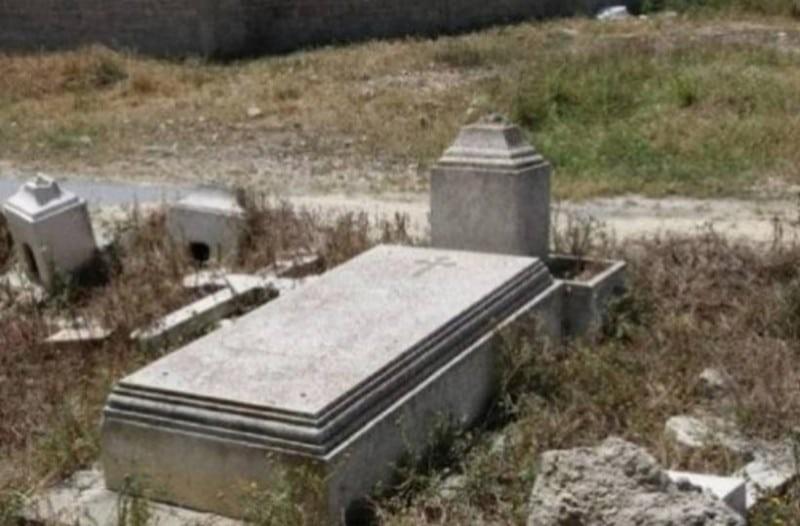 Εικόνες ντροπής: Πρόκειται για τον τάφο πασίγνωστου Έλληνα! Σκέτο χωράφι! (Photos)