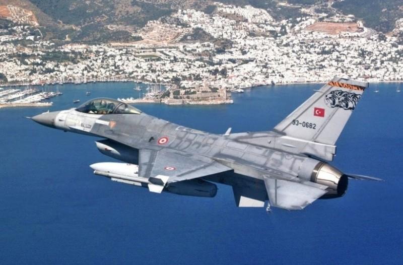 Τέσσερα τουρκικά μαχητικά πέταξαν πάνω από τρία ελληνικά νησιά