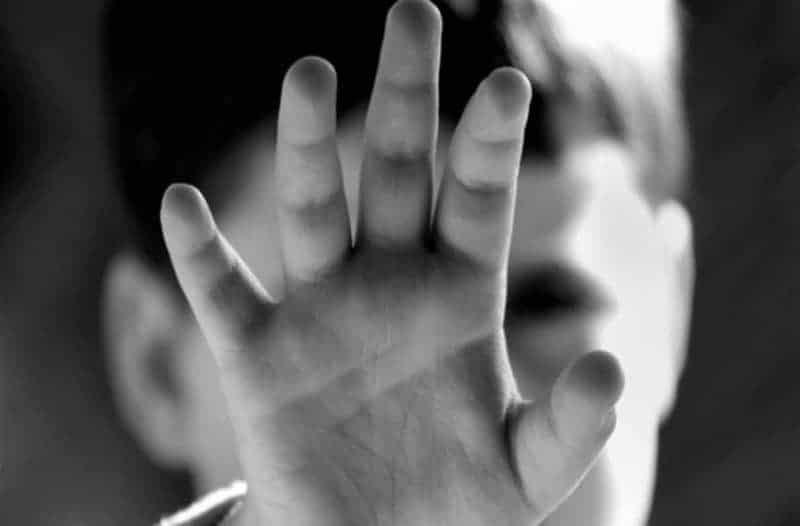 Σοκ στο Ηράκλειο: Δίχρονο παιδί έπεσε από τον 3ο όροφο πολυκατοικίας!
