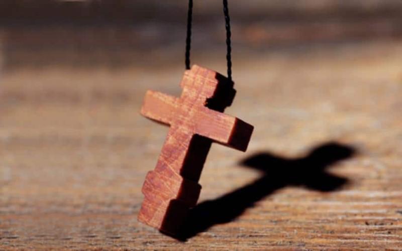Δείτε πόσο μεγάλη δύναμη έχει ο Σταυρός που φοράμε στο λαιμό ...