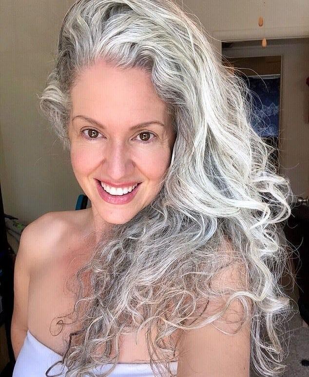 Αληθινή ιστορία: «Μέσα σε ένα βράδυ, τα μαλλιά μου άσπρισαν για πάντα! Ήμουν μόλις 21 ετών»