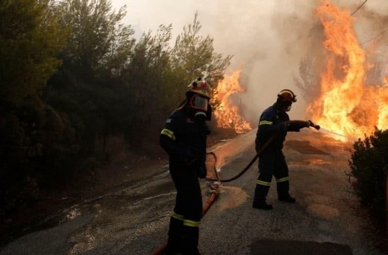 Ισχυρή πυρκαγιά στην Σαλαμίνα!