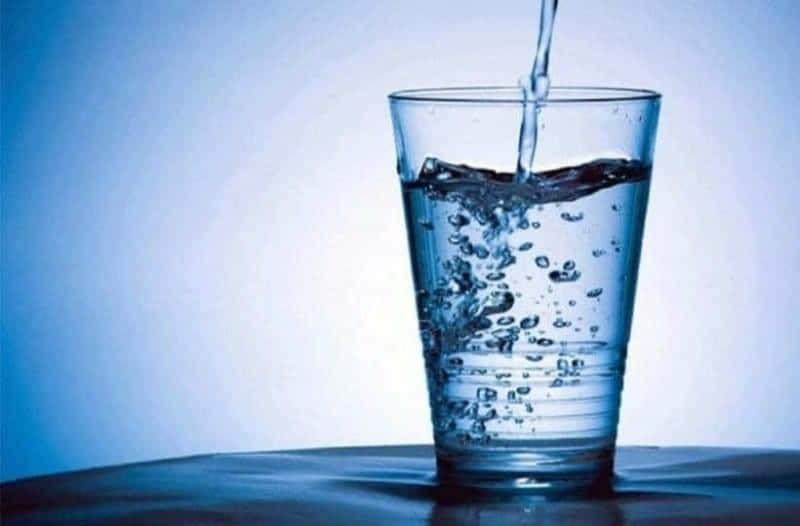 5+1 λόγοι να ξεκινάτε την ημέρα σας με νερό!