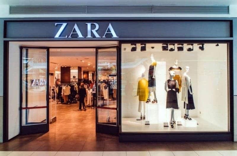 ZARA: Η απόλυτη βερμούδα φούστα που δεν πρέπει να λείπει από καμία!