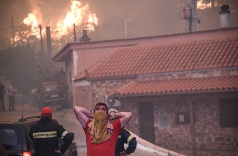 Μεγάλη φωτιά στην Εύβοια: Αγωνία και τρόμο προκαλούν οι πρώτες εικόνες από το φλεγόμενο Κοντοδεσπότι!