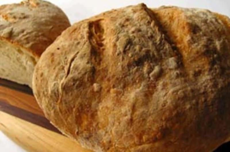Αφράτο αγιορείτικο ψωμί μόνο με 4 υλικά!