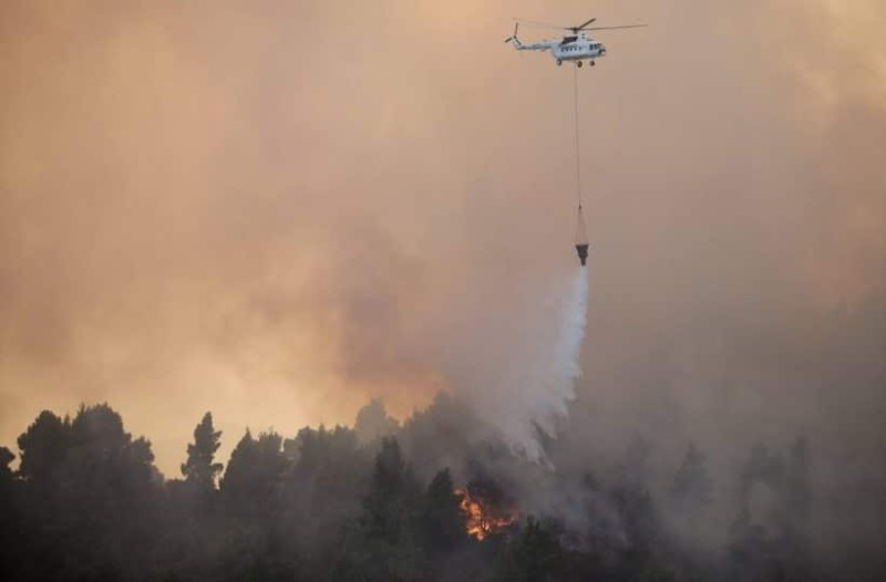 Φωτιά στην Εύβοια: Εκκενώνουν σπίτια έξω από τα Ψαχνά
