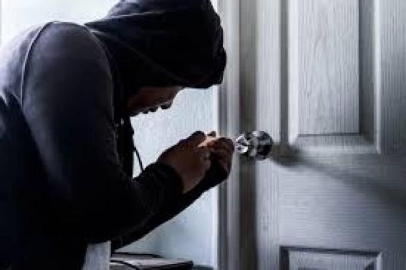 9+1 σημάδια ότι κλέφτες παρακολουθούν το σπίτι σας! Το τρίτο θα σας αφήσει άφωνους! (Video)