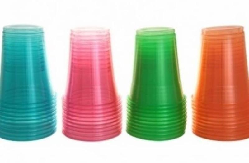 Το ήξερες; Γιατί τα πλαστικά ποτήρια μιας χρήσης έχουν γραμμές και πού χρησιμεύουν αυτές;