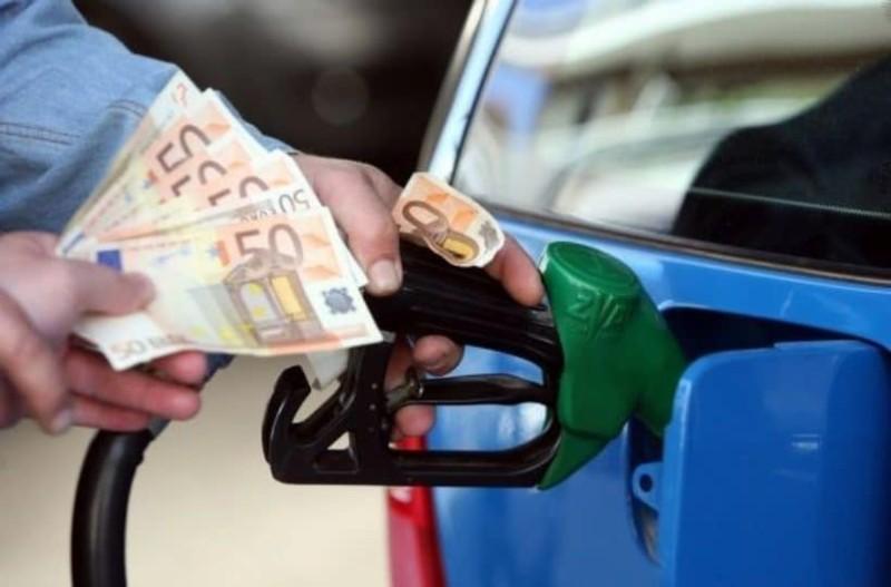 Με αυτό το κόλπο το αμάξι καίει τη μισή βενζίνη!