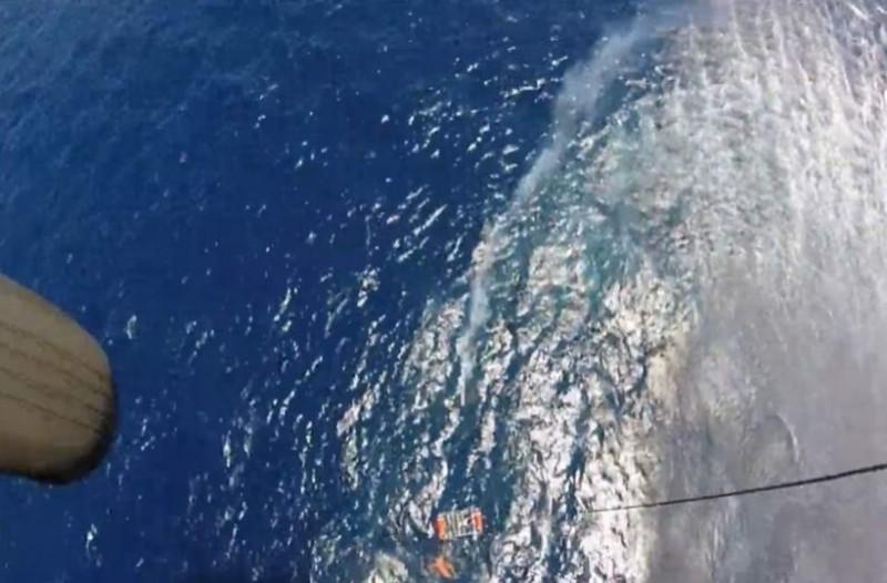 Εντυπωσιακή διάσωση ναυαγού με ελικόπτερο στη Σέριφο! (Video)