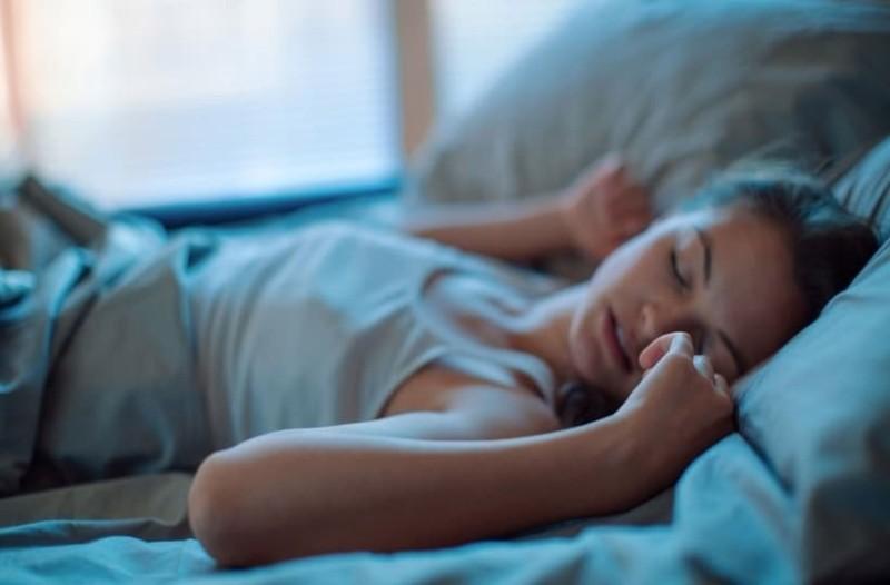 Εσείς γνωρίζετε γιατί μερικοί άνθρωποι μιλάνε στον ύπνο τους;