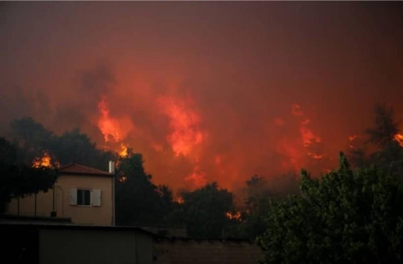 Φωτιά στην Εύβοια: Ηλικιωμένος δεν εγκαταλείπει το σπίτι του παρά τις προειδοποιήσεις της Πυροσβεστικής!