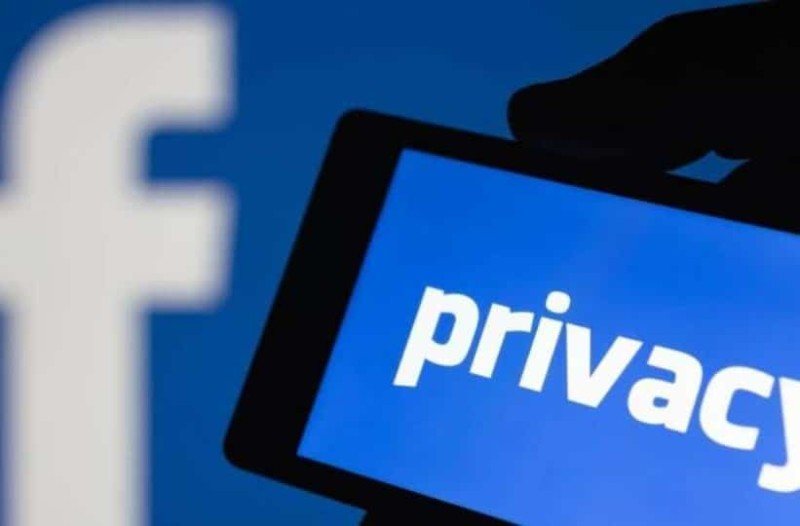 Νέο σκάνδαλο για το Facebook! Απομαγνητοποιούνται τα ηχητικά μας μηνύματα!