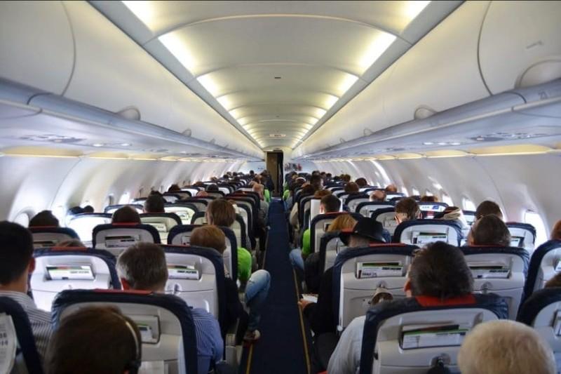 Το «σκοτεινό» μήνυμα σε χαρτοπετσέτες αεροπλάνου που μπέρδεψε τους επιβάτες!