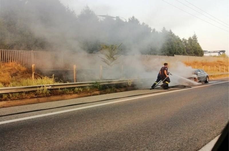 Απίστευτο: Αυτοκίνητο τυλίχτηκε στις φλόγες στην Αθηνών - Λαμίας!
