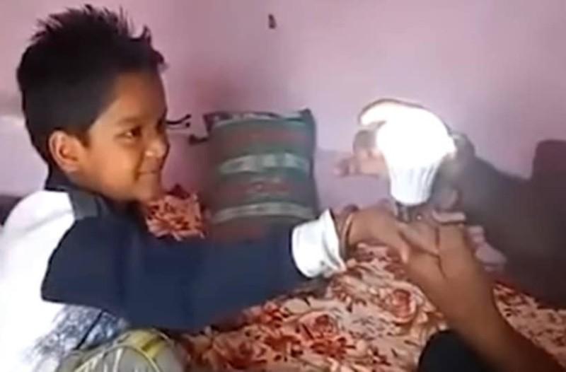 Απίστευτο: Οχτάχρονος ανάβει λάμπες με τη δύναμη της… αφής του! (Video)