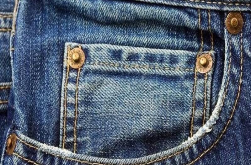 Εσείς γνωρίζετε για ποιο λόγο υπάρχουν αυτά τα μικροσκοπικά κουμπιά στα τζιν;