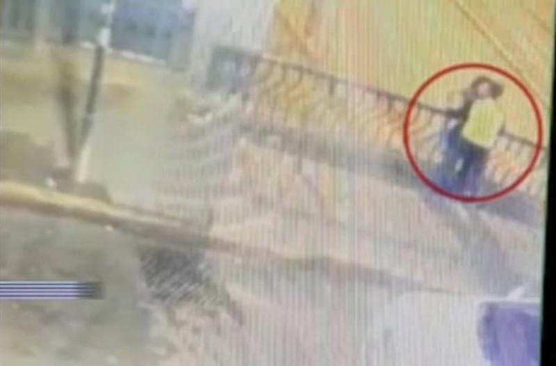 Τραγικό: Ζευγάρι πέφτει από γέφυρα καθώς φιλιόταν - Πέθαναν και οι δύο! (photos)