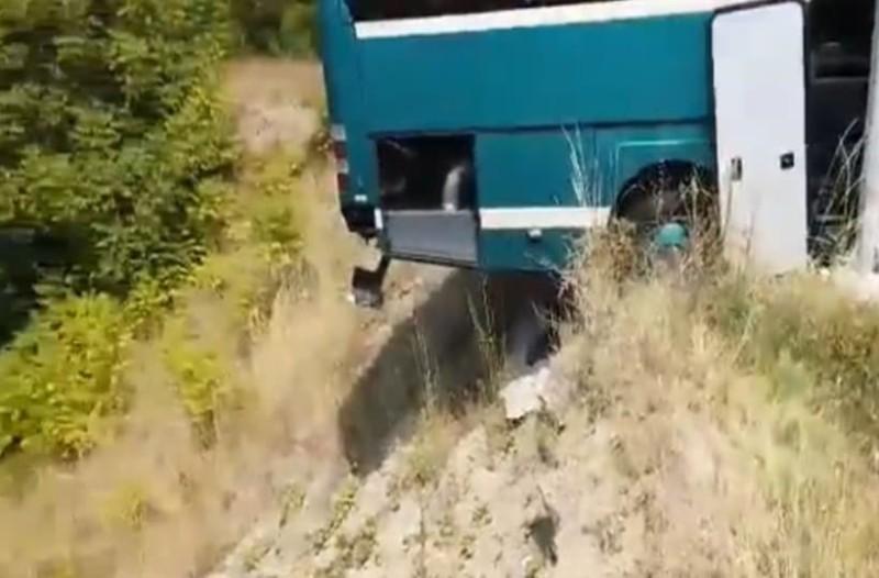 Γρεβενά: Λύθηκε χειρόφρενο λεωφορείου!  Παραλίγο να πέσει στον γκρεμό! (Video)
