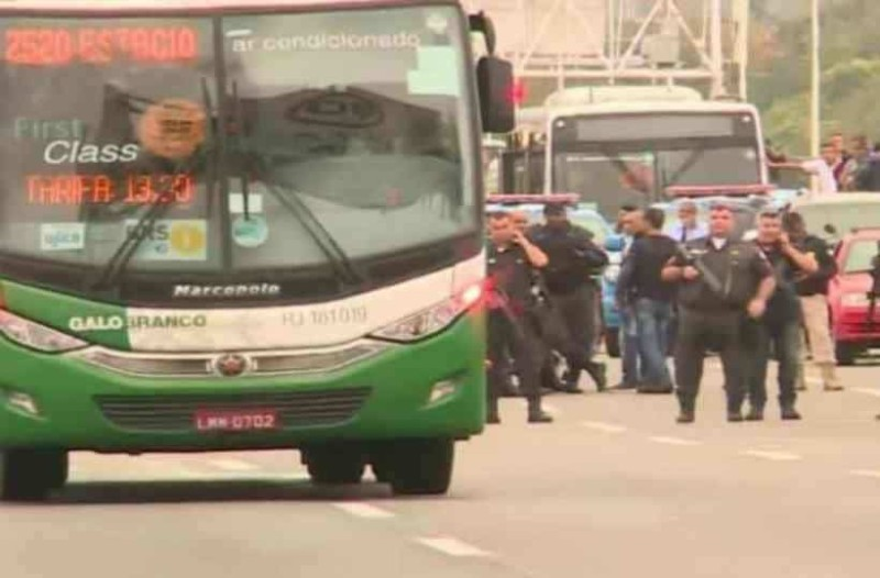 Σοκαριστικές εξελίξεις με τον άντρα που κρατούσε ομήρους επιβάτες λεωφορείου!