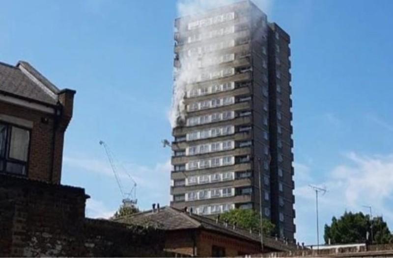 Λονδίνο: Πυρκαγιά σε πολυκατοικία κοντά στον πύργο Γκρένφελ! (Video)