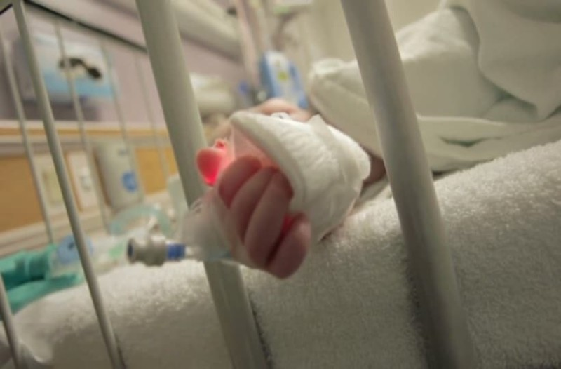 Διασωληνωμένο και σε σοβαρή κατάσταση 17 μηνών μωρό!