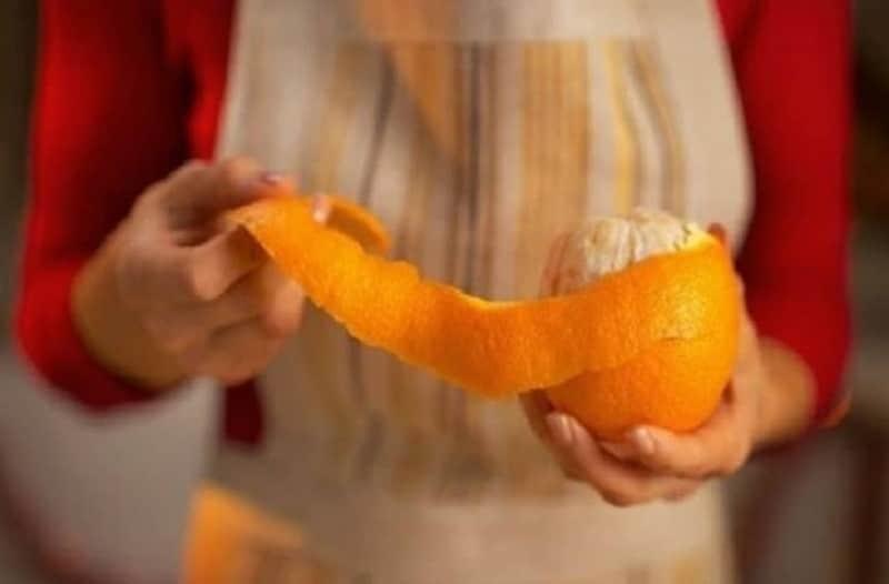 Απίστευτο: Τι θα συμβεί αν βάλετε μια φλούδα πορτοκαλιού στον φούρνο σας!