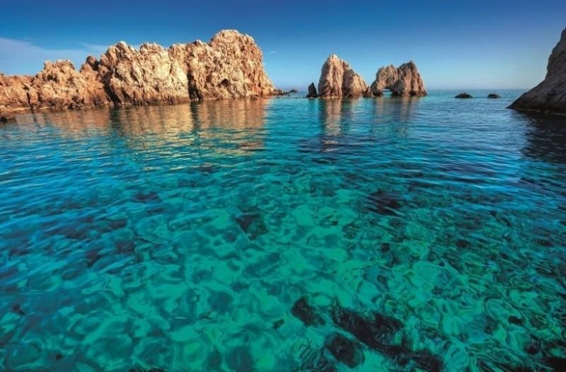 Οι καλύτερες παραλίες στην Αντίπαρο!