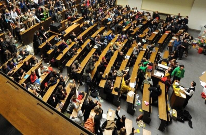 «Ακριβό μου πτυχίο»: Πόσο κοστίζουν οι σπουδές στους Έλληνες γονείς;