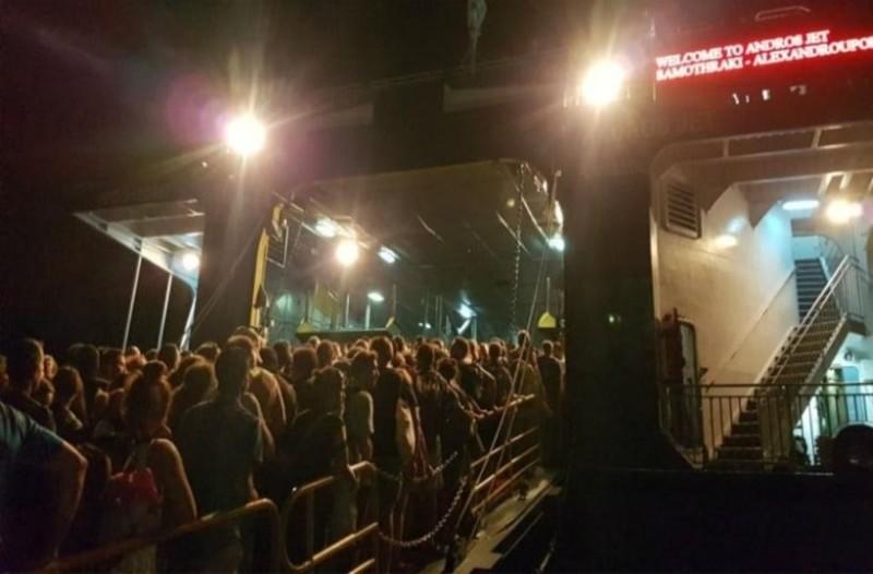 Σαμοθράκη: Σκηνές χάους στο λιμάνι μετά τον πολυήμερο αποκλεισμό! (Video)