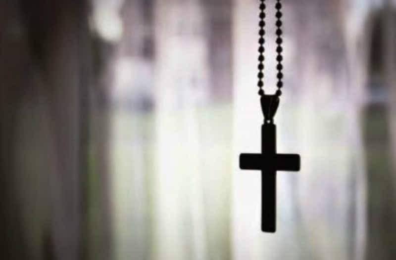 Εσύ το ήξερες; Να τι παθαίνεις όταν φοράς τον σταυρό στο στήθος σου! (video)