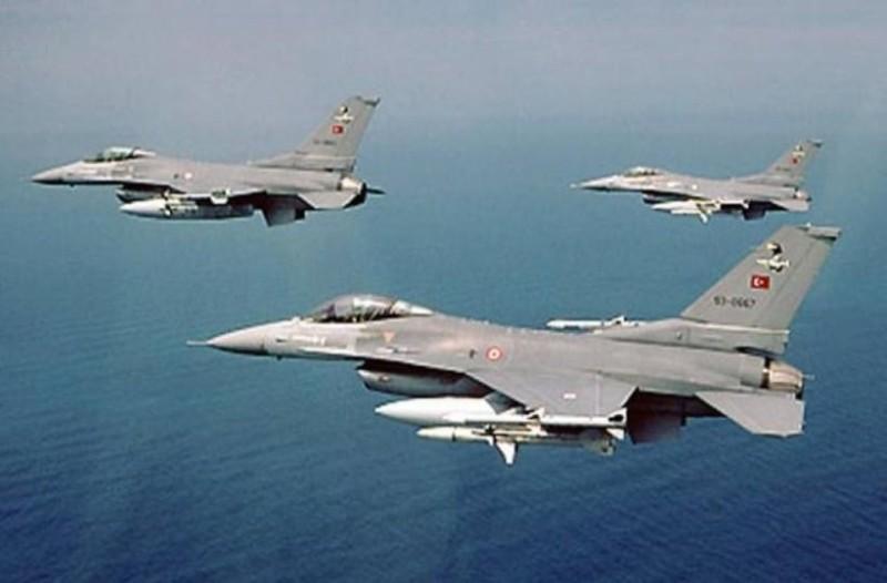 Νέες τουρκικές παραβιάσεις: Τουρκικά μαχητικά πέταξαν πάνω από το Μακρονήσι και τους Ανθρωποφάγους!
