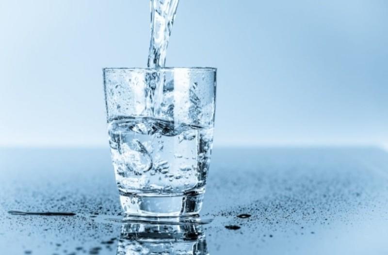 Συναγερμός: Μην πίνετε νερό αυτές τις ώρες της ημέρας!