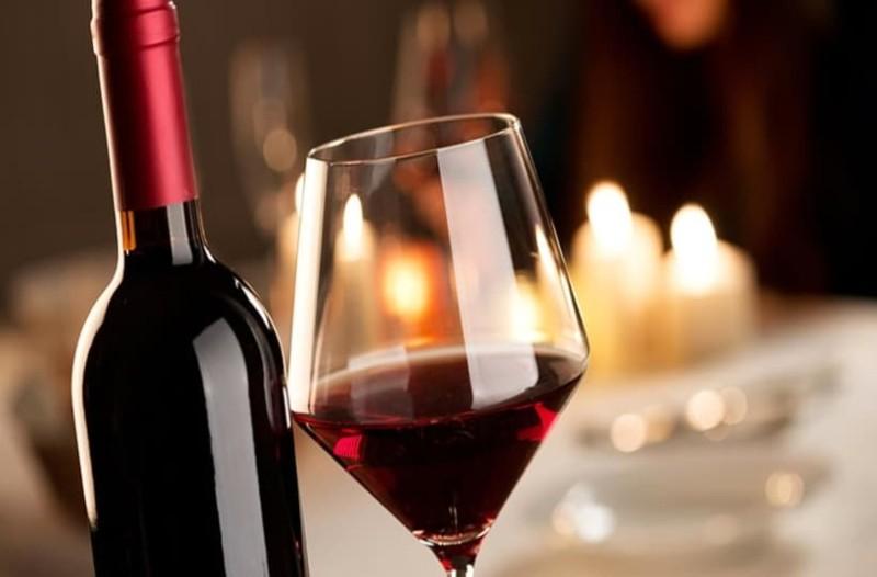 Νέα έρευνα: Ένα ποτήρι κρασί αντί για μία ώρα γυμναστική! (Video)