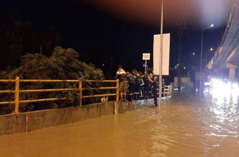Σφοδρή κακοκαιρία στην Βόρεια Ελλάδα: Πλημμύρες και χαλάζι σε Θεσσαλονίκη και Τρίκαλα! (videos)