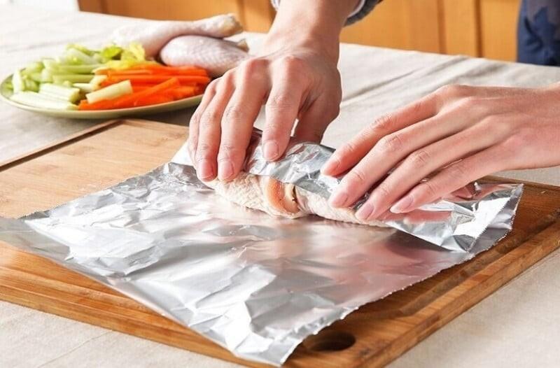 Προσοχή: Επικίνδυνο το φαγητό στο αλουμινόχαρτο!