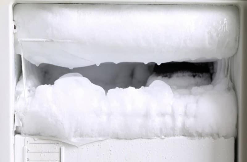 Έπιασε πάγο το ψυγείο σας; Καθαρίστε το στο άψε σβήσε!