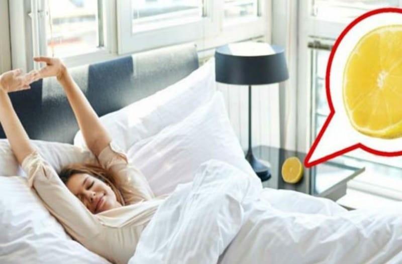 Τοποθέτησε μισό λεμόνι δίπλα από το κρεβάτι και κοιμήθηκε! Μόλις ξύπνησε το πρωί έπαθε την πλάκα της ζωής της!